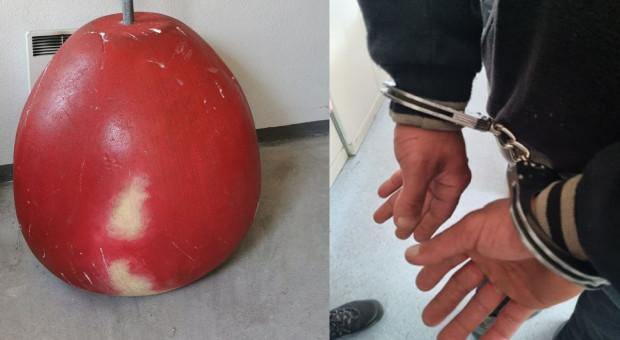 Ukradli wielkie jabłko i usłyszeli zarzuty