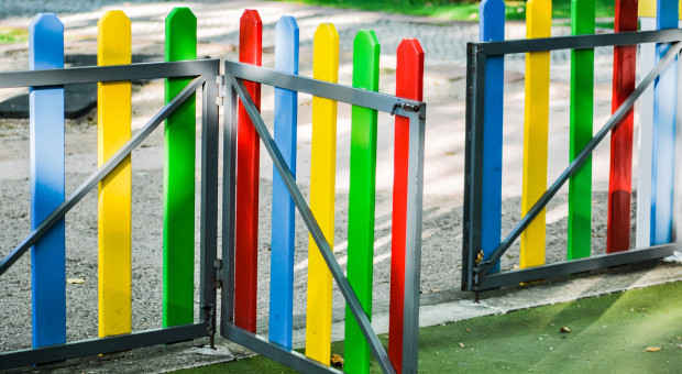 Jakie wymagania prawne musi spełnić ogrodzenie?
