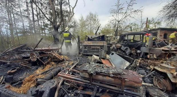 Budynek gospodarczy i maszyny spłonęły doszczętnie