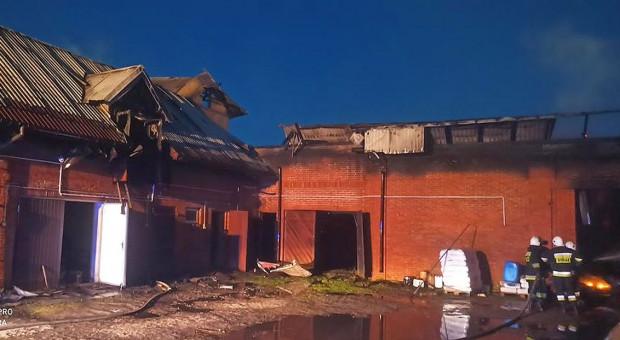 Spłonął ciągnik i budynki – 1,5 mln strat