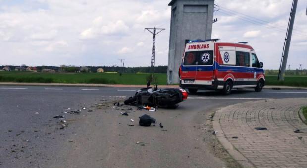 Motocyklista zderzył się z ładowarką rolniczą