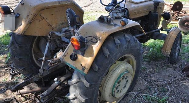 Odpadł fotel w ciągniku - rolnik spadł pod koła