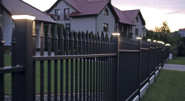 Jak zadbać o prawidłowe oświetlenie posesji domu?