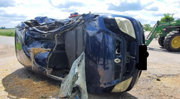 Ciągnik rolniczy zderzył się z autem, ranny kierowca