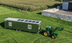 Większość modeli mobilnych kurników można przewozić na kołach, jak przyczepy kampingowe, Foto: Farmermobil