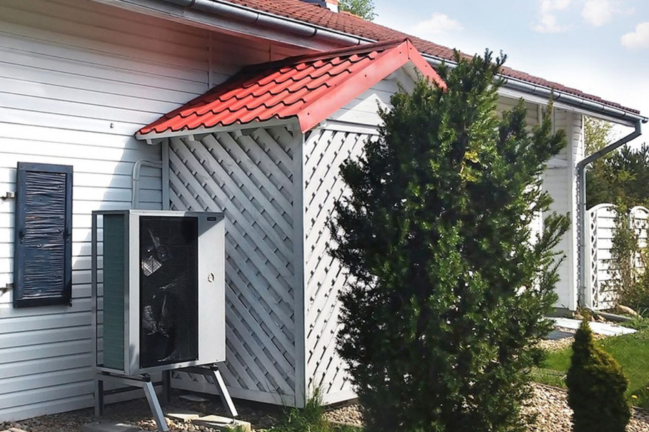 Efektywna praca pompy ciepła zależy nie tylko od doboru odpowiednich parametrów technicznych, lecz także  od stanu docieplenia budynku, który będzie ogrzewać.
