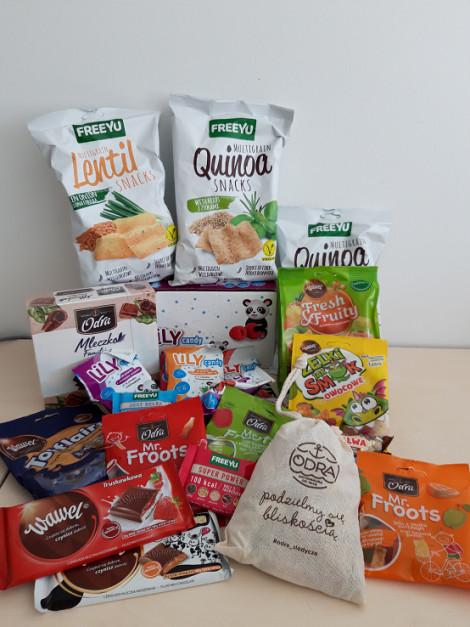 Prace dzieci zostaną nagrodzone zestawem słodyczy od firm: 7Pharma, Wedel i Olkusz.