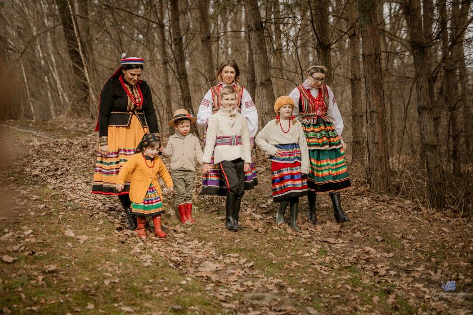 Milena Mamczarz, Ewelina Bobel, Marta Wiącek oraz Michalinka, Ryś i Emilka, fot. KGiGKS
