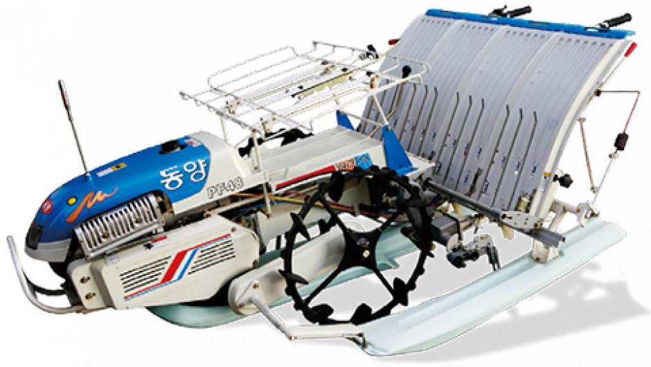 TYM PF48 półautomatyczna samojezdna sadzarka fot TYM
