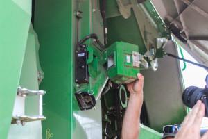 ICA to system automatyzacji ustawień wfirmie John Deere, jednym zjego kluczowych elementów jest specjalna kamera na przenośniku ziarnowym