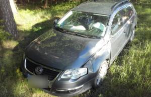 Rodzina w rozbitym samochodzie nie ucierpiała, ale zderzenie mogło skończyć się tragedią, Foto: Policja