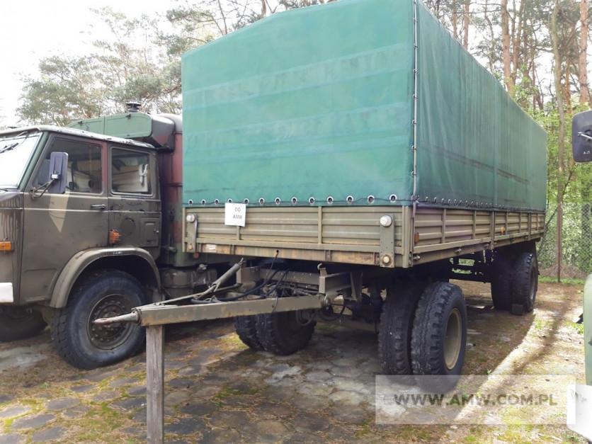 Na przetargu w Lublinie znaleźliśmy m.in. przyczepę transportową dużej ładowności P-4 (2-os. ład. 11,5 t). Została ona wyprodukowana w 1989 r. i wyceniono ją na 9 tys. zł netto fot. AMW