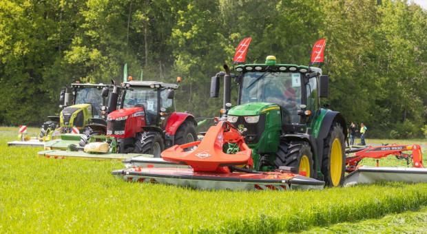 Pokazy koszenia i zbioru traw w Ułężu  - premiera