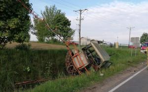 Mercedes starował ciągnik z opryskiwaczem w Szczuczynie na Podlasiu, Foto: OSP Szczuczyn