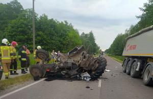 Rolnik z Ludwinowa, kierujący ciągnikiem, nie przeżył zderzenia z ciężarówką, Foto: OSP Cyców