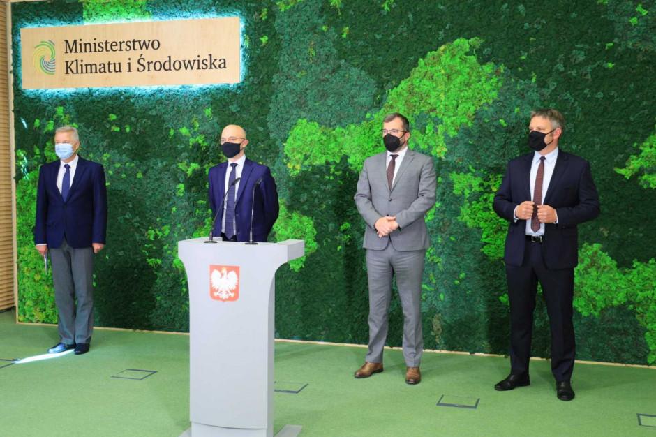 W konferencji wzięli udział: Michał Kurtyka – MKiŚ, Grzegorz Puda - MRiRW, prof. Maciej Chorowski i Dominik Bąk – NFOŚiGW, fot. MKiŚ