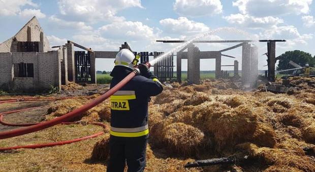 Spłonęła stodoła z sianem i słomą