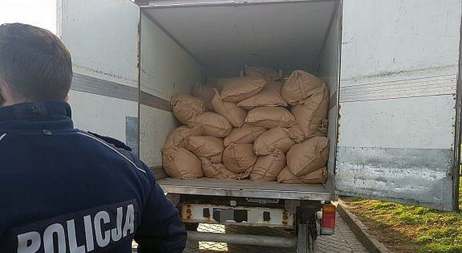 Policjanci przejęli blisko 17 ton nielegalnego tytoniu