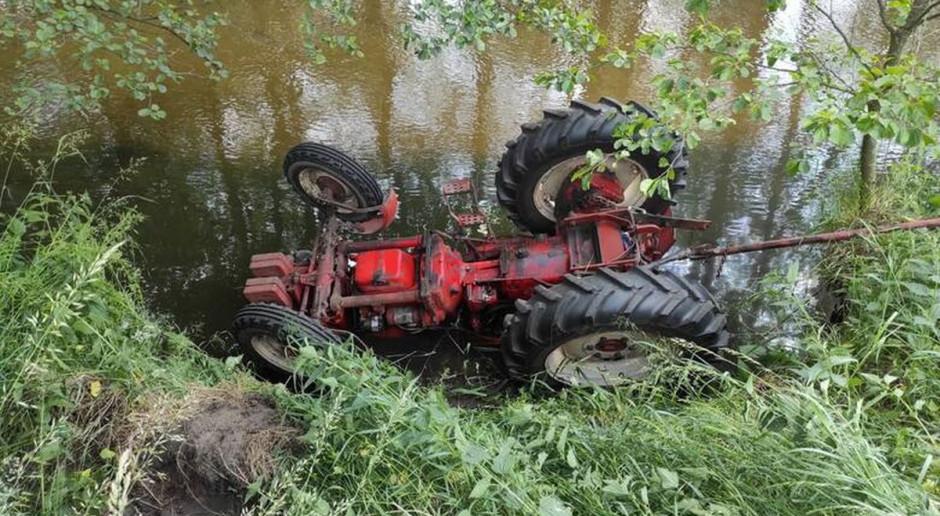 Ciągnik stoczył się do rzeki