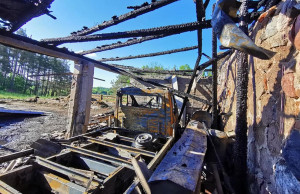 Straty w wyniku pożaru są olbrzymie, fot. OSP Raduń