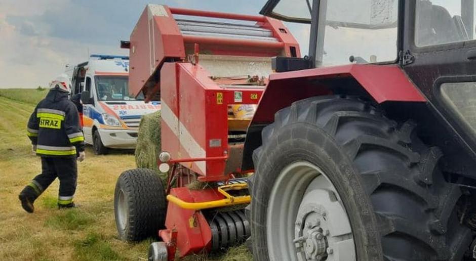 Wypadki przy belowaniu siana - prasy wciągnęły dłonie rolników