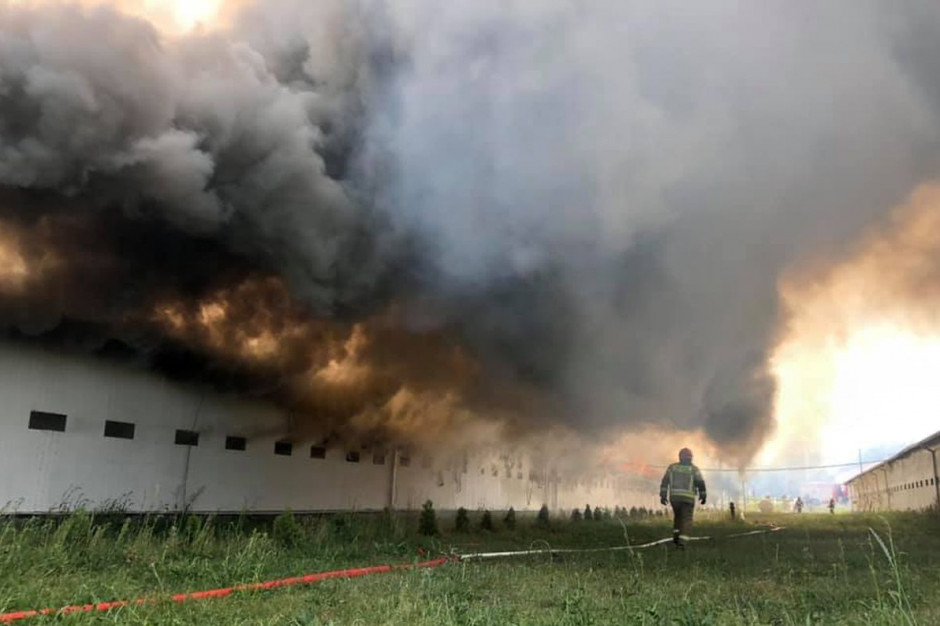 Pożar wybuchł w kompleksie budynków inwentarskich, Foto: OSP Bytom Odrzański