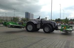 Pierwszy białoruski bezzałogowy traktor MTZ Belarus 3523i już jeździ i pracuje, fot. focus.ua