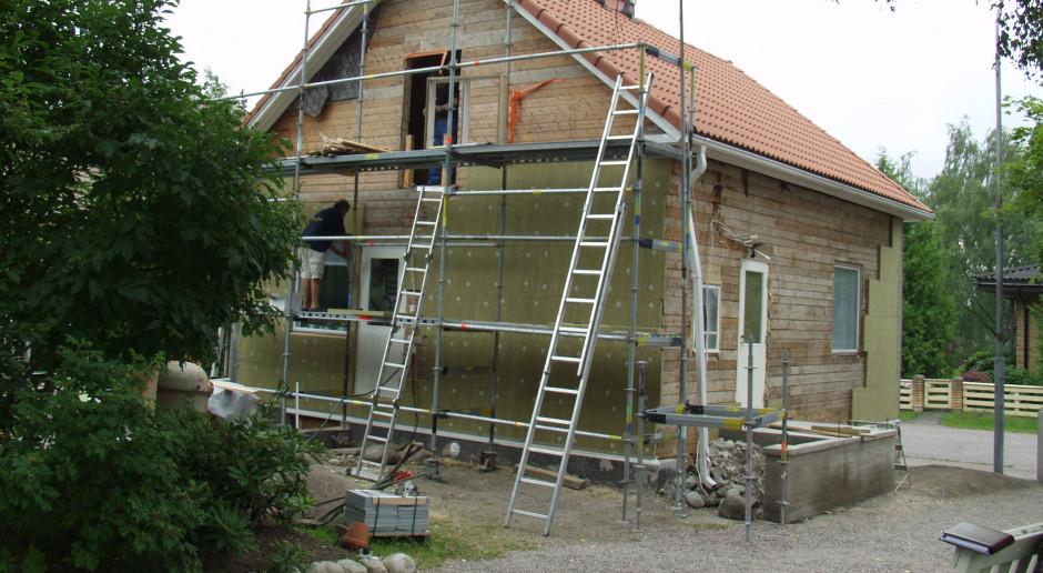 Jak obniżyć temperaturę w domu w czasie letnich upałów?