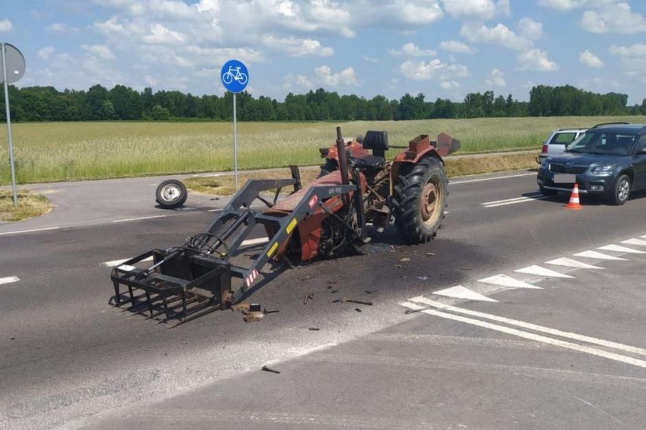 Ciągnik został kompletnie rozbity, Foto: Policja