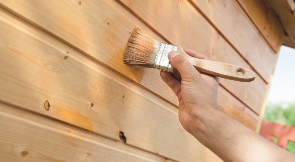 Jak zabezpieczyć drewno ogrodowe przed działaniem warunków pogodowych?