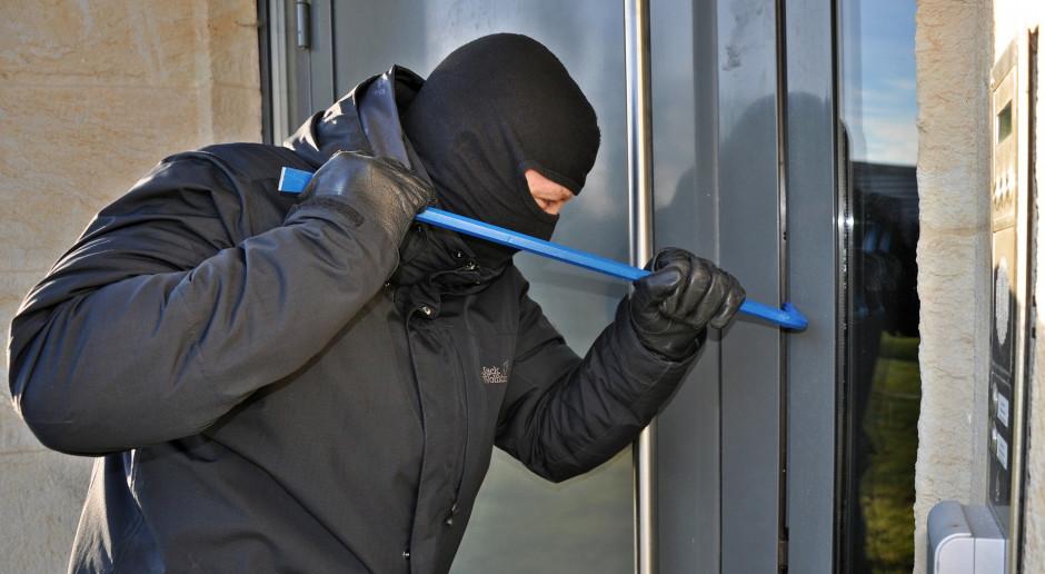 Jak zabezpieczyć dom przed włamaniem na czas wakacji?