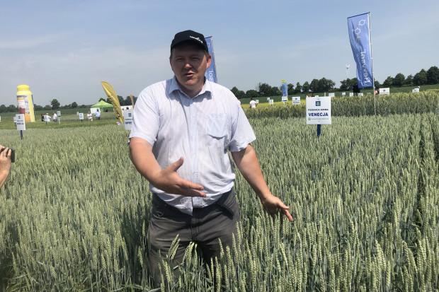 Maciej Bachorowicz z firmy Ekoplon podkleślił znaczenie współdziałania genotypu roślin i odpowiedniego nawożenia (JŚ-S).