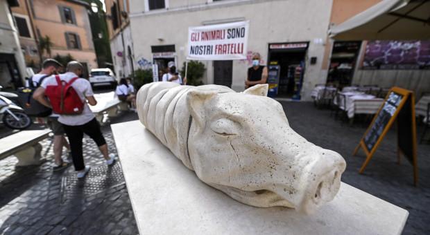 Włochy: Pomnik pieczonego prosiaka rozjuszył rzymian