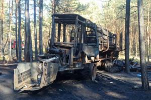 Forwarder spłonął w lesie