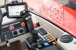 Najnowsza ładowarka Massey Ferguson TH8043 to jeszcze wyższy poziom komfortu i wydajności, fot. mat. prasowe