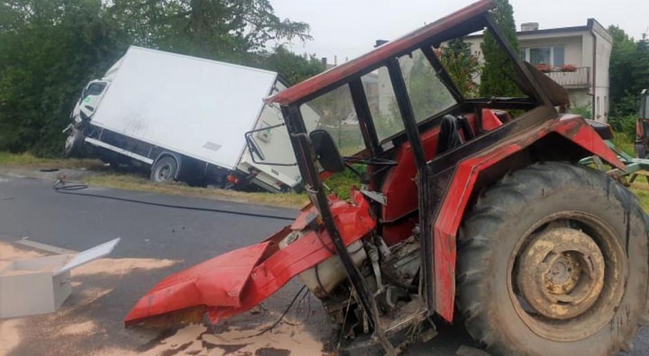 Ciągnik zderzył się z autem dostawczym