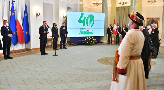 Prezydent wręczył odznaczenia z okazji 40. rocznicy rejestracji NSZZ RI Solidarność