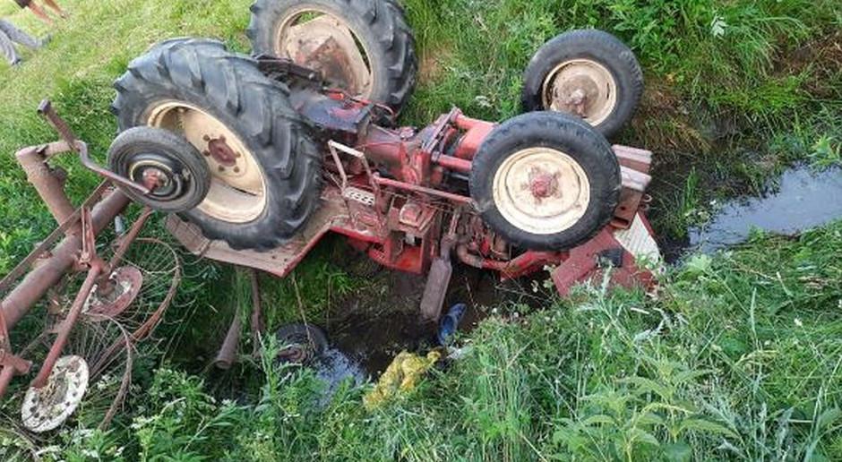 Tragiczny wypadek na łące - rolnik przygnieciony traktorem