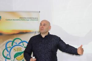 Dr Marcin Gołębiewski mówił o nowoczesnych narzędziach teleinformatycznych w produkcji zwierzęcej, fot.Ł.Ch..JPG