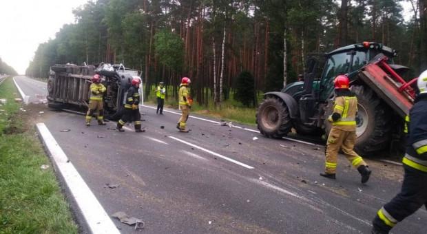 Ciężarówka zderzyła sie z ciągnikiem