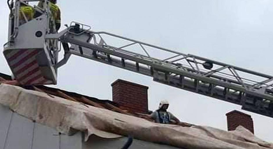 PSP: prawie 4,8 tys. interwencji po burzach, które przechodzą przez Polskę; 110 uszkodzonych dachów