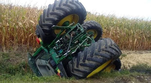 Traktorzyści ucierpieli pod traktorami