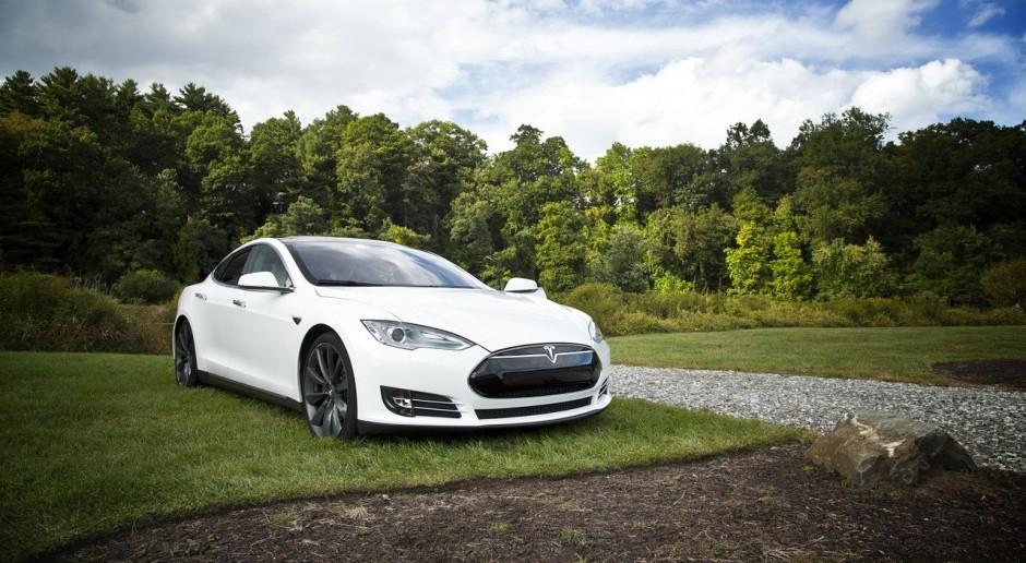 """UE: Od 2035 r. """"nie"""" dla nowych samochodów benzynowych i wysokoprężnych"""