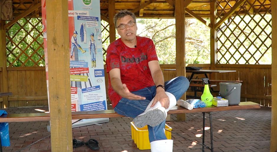 Maty i bramki bioasekuracyjne niewiele dadzą, bez tych prostych zasad - dr Kołodziejczyk wyjaśnia