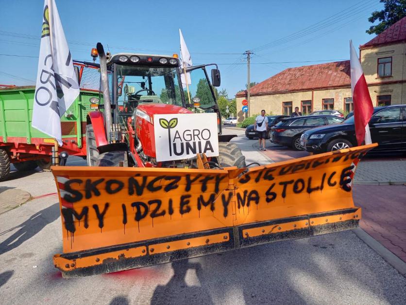 Rolnicy z AGROunii zablokowali dk 12: