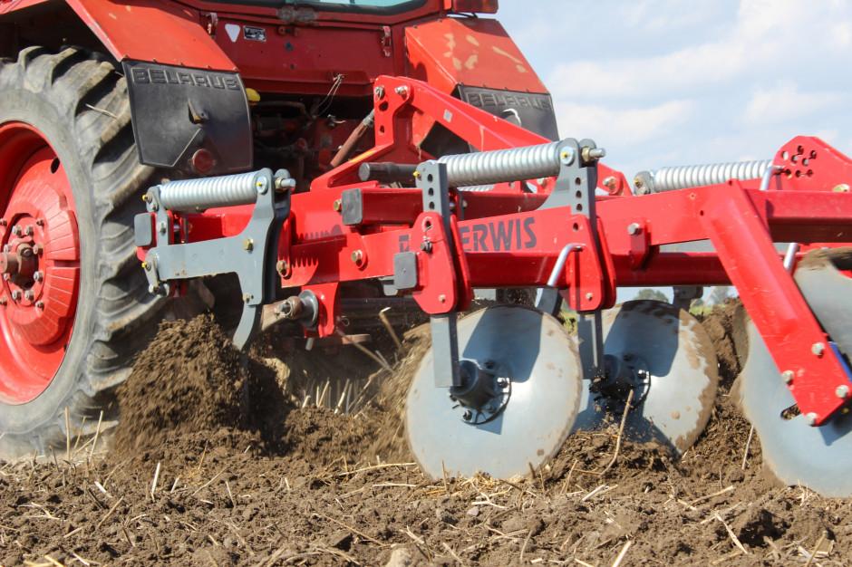 Zabieg mechanicznego odchwaszczania wykorzystywany jest wówczas, gdy naprzeważającej powierzchni pola występuje typowe zachwaszczenie chwastami polnymi (segetalnymi) mającymi cykl życiowy zbliżony dozbóż
