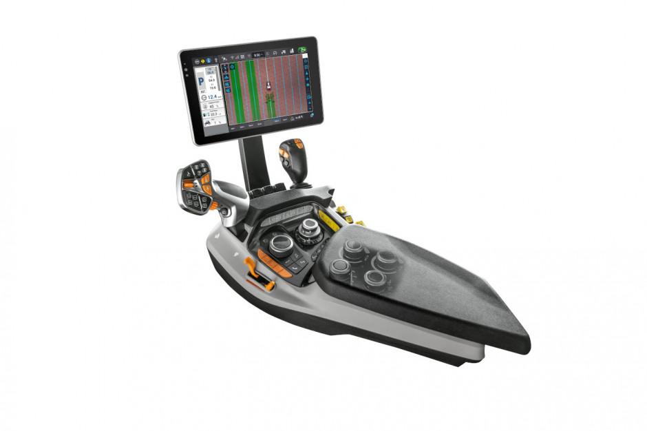 Nowy podłokietnik Multicontoller III umożliwia pełną kontrolę wszystkich funkcji ciągnika. Zdjęcie: Steyr