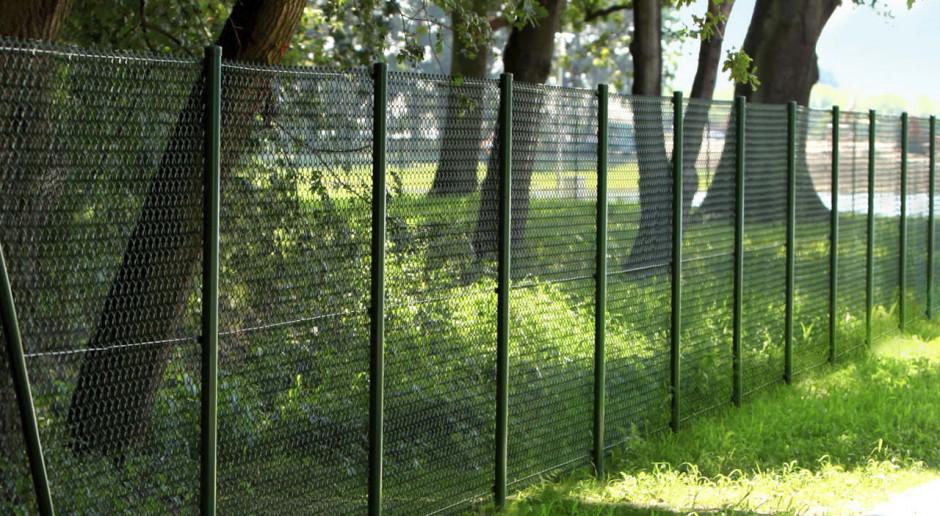 Lekkie, praktyczne i tanie w montażu ogrodzenia siatkowe