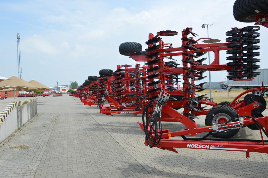 Na placu punktu dilerskiego Agro Sznajder zgromadzono szeroki wybór maszyn Horsch. Zdjęcie: Wołosowicz