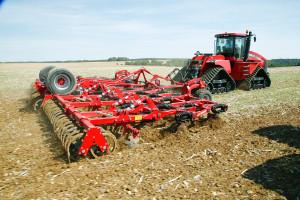 Niektóre z modeli kultywatorów marki Horsch mogą być wyposażone w redlicę TerraCut, która umożliwia płytkie podcięcie gleby na całej szerokości roboczej narzędzia